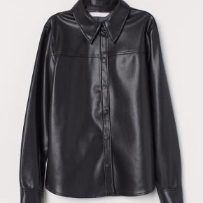 Skjorte i imiteret læder / læderskjorte str 36 fra H&M  Sælges for 260kr plus porto