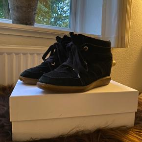 Isabel Marant Bobby støvler, sort i str. 38. Skoene er købt i 2018 og er med mindre tegn på slid ved sålen og snørebåndet. Men kan ikke ses ved brug!  Dust bag, kvittering og kasse medfølger😊