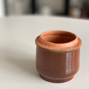 Brun vintage skål. 9,5 cm høj x 11 cm bred.  Afhentes i Viby J ☺️