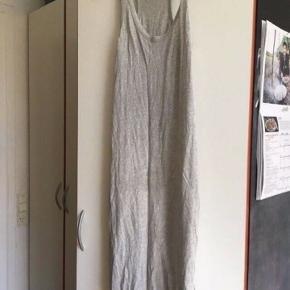 H&m lang kjole str s -fast pris -køb 4 annoncer og den billigste er gratis - kan afhentes på Mimersgade 111 - sender gerne hvis du betaler Porto - mødes ikke andre steder - bytter ikke