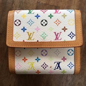 Sælger Louis Vuitton pung for min mor. Den er næsten som ny, læderet er stadig flot, lyst og 'hårdt'.Har desværre ingen kvittering, men sælger billigt, da den aldrig bliver brugt.  Byd endelig! :-)