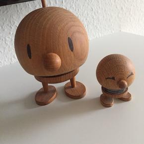2 stk. Hoptimister i Ege træ  Højde : 7 cm og 14 cm