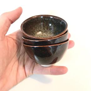 Tre små fine keramikskåle. Håndlavet unika. Normal pris er 100kr/stk