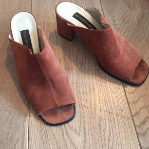 Brugt en aften.  Vandvittigt fede Ilse Jakobsen hæle / sandaler.   Har et ret retro look:)   Giver gerne mængderabat:)  #30dayssellout