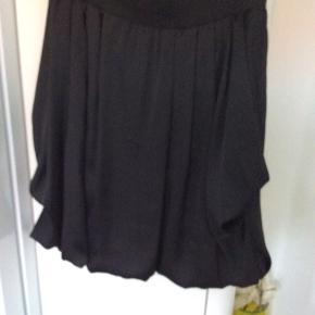 Super sød nederdel, er s9m ny, polyester