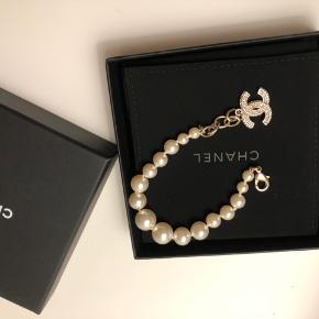 Helt ny og ubrugt Chanel klassisk armbånd købt for et par måneder siden. Boks, dustbag og kvittering medfølger.