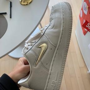 Nike air force i blødt læder. Str 38. Sælges ikke til under 600.