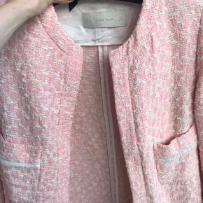 Fin boucle tweed jakke i str. medium  Nypris 599