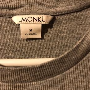 Jeg sælger ud af mit tøj, da jeg ikke kan passe det efter min graviditet.