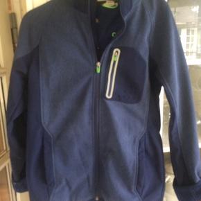 Stadig fin softshell jakke fra H&M i to blå nuancer og kontrastfarve grøn på lynlåse - str. 164 cl.