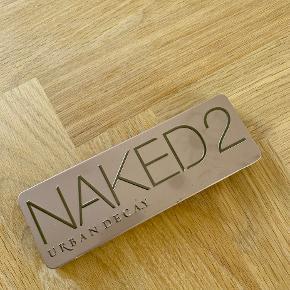 Smuk pallette fra Naked 😍✨  Sælges, da jeg ikke har brugt den særlig meget. Flere af farverne er ubrugte.  (Pensel følger ikke med.)