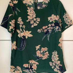 Sød bluse fra Vila i det fineste blomsterprint 🌸 Str. 36/S  #Secondchancesummer  #Secondchancesommer