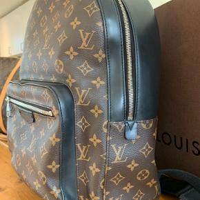 Den flotteste back pack fra Louis Vuitton Brugt en smule , men intet synderligt udvendigt , en lille smule kan man se det indvendigt , men kun lige en smule . Se billeder .  Alt medfølger .  Mindste pris 7450 kr pp