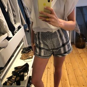 Cecilie Copenhagen shorts - onesize    Fast pris - kan afhentes på Frederiksberg, kan mødes i KBH, eller kan sendes på på købers regning.