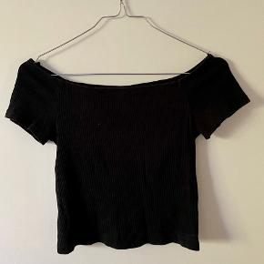 Croptop fra h&m. Off-shoulder.