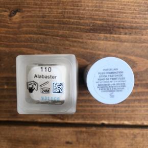 Synchro skin self refreshing foundation fra Shiseido i farven Alabaster. Brugt én gang.  Ny pris: 400kr Pris: 220kr  Flex foundation stick fra MILK i farven porcelain. Brugt én gang.  Ny pris: 290kr Pris: 150kr  Begge er åbnet i maj måned. Sælges, da de ikke passer til min hud.