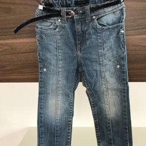 Tommy Hilfiger jeans str. 86 / 18-24M Kan justeres i livet Pæn stand  Prisen er excl. porto Bemærk, mine priser er faste. Handler gerne mobilepay på 26810990