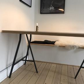 Sælger dette Spisebord med sort/mørkeblå overflade og bordben fra Ikea. Mål: 150x75. Kan afhentes på Nørrebro indtil d.1/3-20