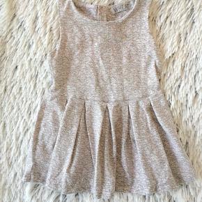 Wheat kjole i str. 80 Brugt 1-2 gange er næsten som ny.   Sender selvfølgelig gerne hvis du betaler porto.