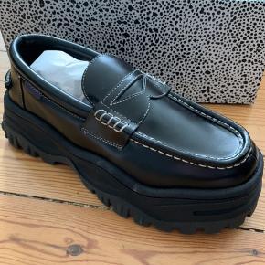 Helt nye EYTYS angelo leather loafer. Box og skoposer medfølger
