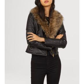 Virkelig smuk jakke. Brugt en enkel aften. Sælges udelukkende fordi jeg ikke får den brugt.
