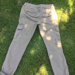 Army grønne bukser fra Mos Mosh i str. 29  97% bomuld  3% elastan