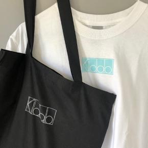 Kiddo t-shirt: 190 kr  Kiddo mulepose: 180 kr