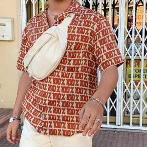 Sælger denne Weekday taske  Aldrig brugt  Mp 170kr Køber betaler selv fragt