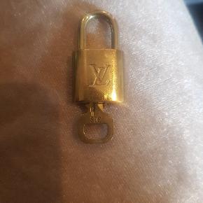 Louis Vuitton lås med nogle No. 309 sælges Har fulgt med en taske, kvittering haves ikke længere.