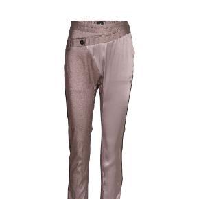 Nü bukser