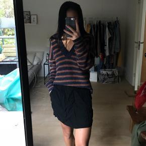 Super basic nederdel fra envii. Brugt få gange -kunne dog bruge en tur med strygejernet;) nypris var 300kr #blackfriday