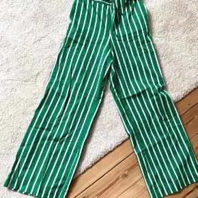 Højtaljede bukser i let stof