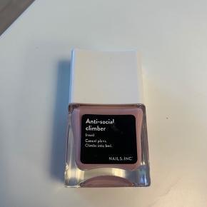 Nails Inc Anti social climber nail polish. Nypris 145