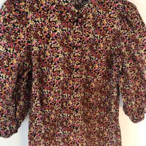 Pieces kjole, str s.  Kan afhentes i Ørestad eller sendes på købers regning.