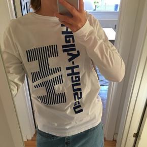 Helly Hansen bluse i str m. Købt i Urban Outfitters til 500,- i hjerteafdelingen. Impuls køb og jeg har derfor ikke fået den brugt. Den er blot blevet vasket en enkel gang efter køb. 100% bomuld.