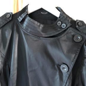 Sælger denne lækre jakke fra SAND.🌟