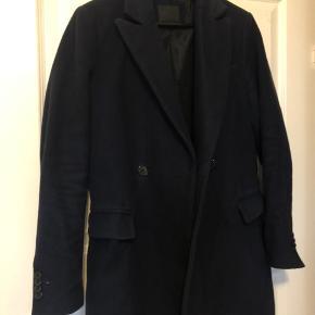 Flot dobbeltradet frakke fra ASOS.   Fitter 170-180 alt efter størrelse.
