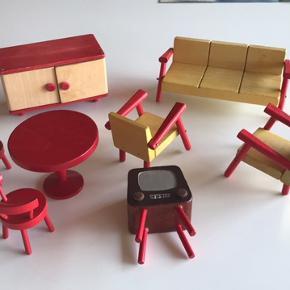 Super Fine Retro træ møbler til dukkehus  I fin stand Dog er en stol repeteret (se sidste billede) Sælges kun samlet
