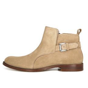 Sælger disse lækre og stilede støvler fra det populære danske modemærke, Royal Republiq. De er aldrig brugt og kostede 1599,-  Byd!