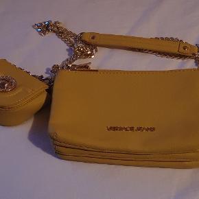 Versace jeans, ny i flot gul farve