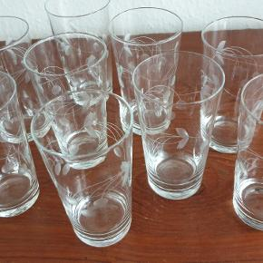 Vintage slebne glas. Der er 9 i alt og de har ingen skår. Sendes ikke.