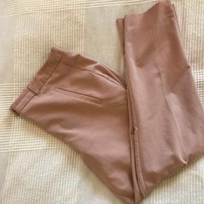 Super fede lyserøde habitbukser fra New Look. Farven er tydligere i virkeligheden