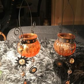 2 skønne orange glas ophæng til fyrfadslys                     Mp pr stk 125kr  Randers nv ofte Århus Ålborg Odense København mm Sender gerne på købers regning   Til salg på flere sider