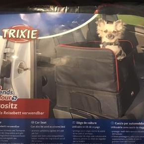 Lille hunde taske (transport )til at spænde fast i bilen, fejlkøb aldrig brugt, købt for 2 uger siden. Mål se foto