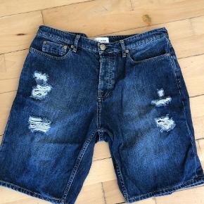 "Varetype: Shorts Størrelse: 33/30"" Farve: Blå  Shorts str. 33"
