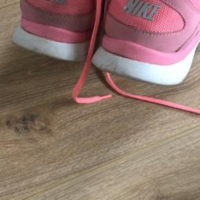 Nike traning fitsole sneakers / sportssko  Måler 24,5 indeni, str 38,5