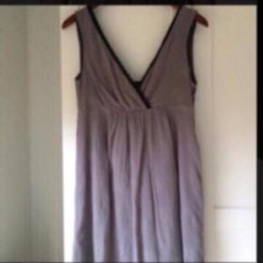 Fin kjole med påsyet underkjole Pris 200 pp via mobilepay