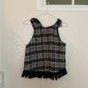 Flot vest fra Zara, den er også flot oven på en anden trøje.   Byd gerne:)