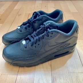 Fede Nike Air Max i sort læder. Aldrig brugt! Afhentes på Vesterbro 😊