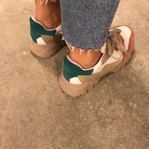 Hiker sneakers fra Bianco. Næsten ikke brugt.